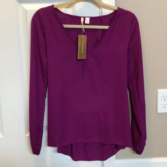 Francesca's Collections Tops - Francesca's open back blouse